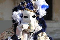 Piękne kobiety z biel maską w Wenecja, Włochy 2015 Zdjęcia Royalty Free