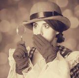 Piękne kobiety z powiększać - szkło. Zdjęcie Royalty Free
