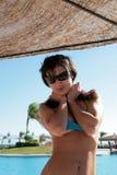 piękne kobiety zbliżyć się do basenu Fotografia Royalty Free