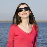 piękne, młode kobiety okulary przeciwsłoneczne Zdjęcie Royalty Free