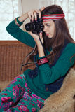 Piękne młode nastoletnia dziewczyna hipisa fotografie z starym filmem ca Zdjęcia Stock