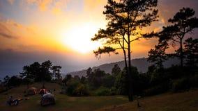 Piękne mroczne czas natury tła góry i niebo przy huai nam dang Fotografia Royalty Free