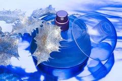 piękne niebieskie butelkę perfum Obrazy Royalty Free