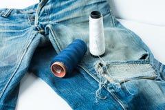 piękne niebieskie jeansy tło zdjęcie royalty free