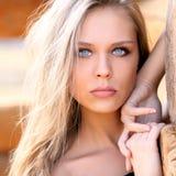 piękne oczy blondynek skupiają się portret kobiety miękkich young Fotografia Royalty Free