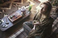 piękne oczy blondynek skupiają się portret kobiety miękkich young Obrazy Stock