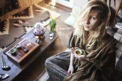 piękne oczy blondynek skupiają się portret kobiety miękkich young Obraz Royalty Free