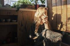 piękne oczy blondynek skupiają się portret kobiety miękkich young Fotografia Stock