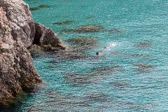 Piękne plaże Grecja, Tsigrado -, Milos wyspa obrazy royalty free