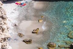 Piękne plaże Grecja, Tsigrado -, Milos wyspa fotografia stock