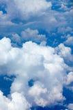 Piękne puszyste chmury w niebieskim niebie, cumulusu tło Obraz Royalty Free