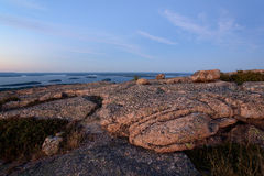 Piękne Różowe granit skały, crevasses przy zmierzchem na Cadillac i zdjęcia royalty free