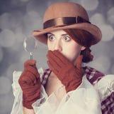 Piękne rudzielec kobiety z powiększać - szkło. Zdjęcia Stock