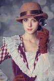 Piękne rudzielec kobiety z powiększać - szkło. Fotografia Stock