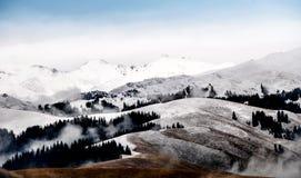 Piękne Tianshan góry są w Xinjiang, Chiny Obrazy Royalty Free