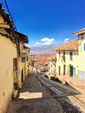 Piękne ulicy Cusco, Peru zrobią z brukowa i ozdabiają z cennymi, antykwarskimi drzwiami, zdjęcie stock