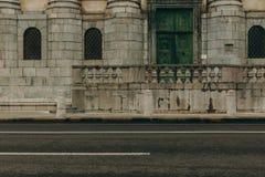 Piękne ulicy po deszczu Europejski miasto z starą architekturą obraz royalty free