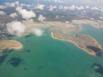 piękne wysp brytyjskich wysp raju piasku palm piaskowatych kawałki drzewa w kolorze turkusowym dziewica white wody Obraz Royalty Free