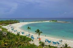 piękne wysp brytyjskich wysp raju piasku palm piaskowatych kawałki drzewa w kolorze turkusowym dziewica white wody Bahamas Zdjęcia Stock