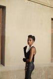 Pięknego amerykanina afrykańskiego pochodzenia modela kręcenia uśmiechnięta głowa Fotografia Stock