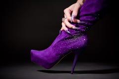pięknego buta ręki chwyta ludzki manicure Zdjęcie Stock