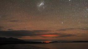 Pięknego czasu upływu równomiernego seascape ujawnienia widoku gwiazdy meteorowej prysznic milky sposobu długi galaxy w północneg zbiory wideo