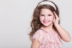 Pięknego dziecka portret, mała dziewczynka ono uśmiecha się, studio Obraz Stock