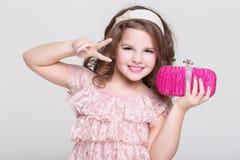 Pięknego dziecka portret, mała dziewczynka ono uśmiecha się, studio Zdjęcie Stock