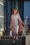 pięknego dziewczyna torby na zakupy Pojęcie kobieta zakupy Obrazy Royalty Free