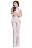 Pięknego kobieta modela mody odzieży beżowego koloru formalny kostium dyszy Obraz Stock