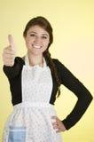 Pięknego młoda kobieta szefa kuchni kucharza piekarniany być ubranym Zdjęcie Stock