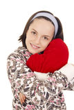Pięknego młodej dziewczyny przytulenia kształta kierowa poduszka Zdjęcie Stock