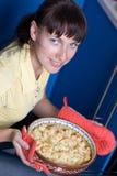 pięknego naczynia mienia główni kobiety potomstwa Zdjęcie Stock