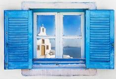 Pięknego rocznika Grecki okno z błękitnymi żaluzjami Typowy Grecki obrazek obrazy royalty free
