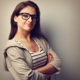 Pięknego sukcesu młoda przypadkowa kobieta patrzeje szczęśliwy Rocznika port Zdjęcie Royalty Free