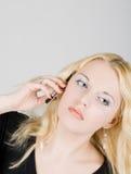pięknego telefon komórkowy obcojęzyczni kobiety potomstwa obraz stock