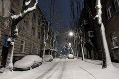 Pięknego wieczór zimy mroczny pejzaż miejski w centrum Lviv miasto, Ukraina obrazy royalty free