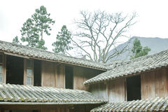 Pięknej architektury drewniani domy, Vuong Domowy pałac zdjęcie stock