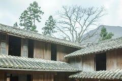 Pięknej architektury drewniani domy, Vuong Domowy pałac fotografia royalty free