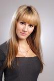 pięknej blondynów sukni seksowna uśmiechnięta kobieta Fotografia Stock