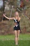 Pięknej blondynki żeński twirler lub majorette wykonujemy Obrazy Royalty Free