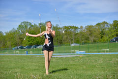 Pięknej blondynki żeński twirler lub majorette wykonujemy Fotografia Royalty Free