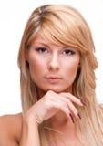 Pięknej blondynki dziewczyny przyglądająca kamera Zdjęcie Stock