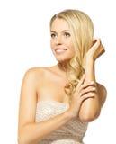 Pięknej blondynki uśmiechnięta kobieta Zdjęcie Stock