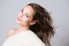 pięknej brunetki szczęśliwi potomstwa Fotografia Royalty Free