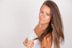 Pięknej brunetki Uśmiechnięta panna młoda fotografia stock