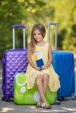 pięknej damy walizki podróżni potomstwa zdjęcia royalty free