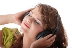 pięknej dziewczyny słuchający muzyczny nastoletni Zdjęcie Royalty Free