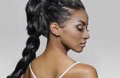 Pięknej egzotycznej kobiety galonowy włosy zdjęcie royalty free