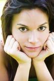pięknej kamery gapiowska kobieta Obrazy Royalty Free